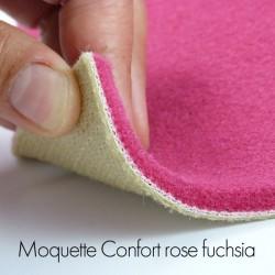 Ambiance réalisée avec la moquette rose fuchsia collection Confort