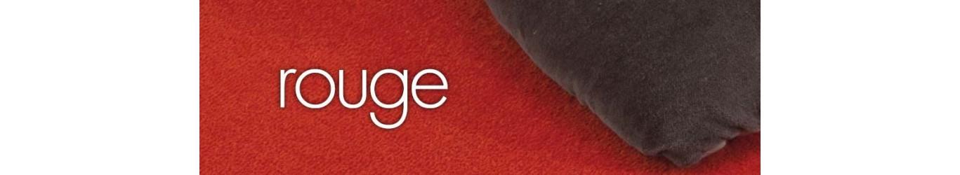 Moquette rouge en laine ou synthétique