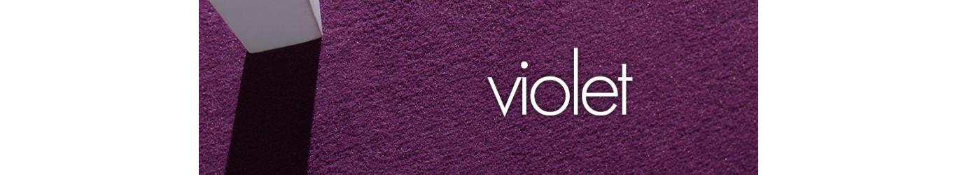 Moquette violette en fibres synthétiques ou naturelles